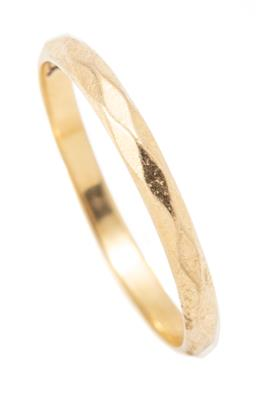 Sale 9182 - Lot 392 - A VINTAGE 18CT GOLD BAND; 2mm wide faceted band, size M, wt.1.61g.