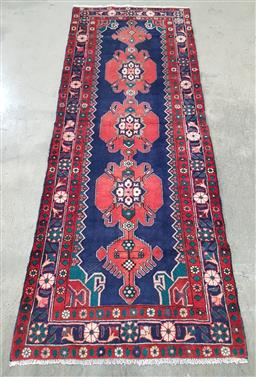 Sale 9215 - Lot 1490 - Persian hand knotted pure wool Sarouk (295 x 110cm)