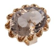 Sale 8999 - Lot 359 - A LARGE RETRO SMOKY QUARTZ COCKTAIL RING; featuring an oval cut quartz of approx. 18.12ct in 9ct gold scalloped basket mount, size J...