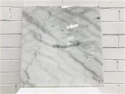 Sale 9102 - Lot 1317 - Square marble presentation board (d50cm)