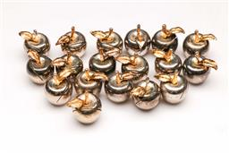 Sale 9098 - Lot 399 - Set of 24 apple form silvered place card holders (H3.5cm)