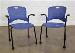 Sale 9255 - Lot 1094 - Pair of Herman Miller office chairs (h:82 w:61 d:47cm)