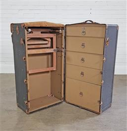 Sale 9255 - Lot 1117 - Vintage fitted steamer trunk (h:108 x w:65 x d:57cm)