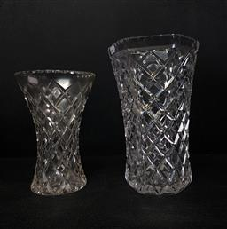 Sale 9254 - Lot 2176 - A cut crystal vase together with a cut glass example (H:25cm and 21cm)