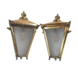 Sale 9150J - Lot 56 - A pair of vintage English brass wall lanterns, approx.. 47 cm tall