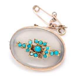 Sale 9177 - Lot 346 - AN ANTIQUE GOLD STONE SET BROOCH; oval chalcedony plaque applied with a stylised bow set with cabochon turquoise paste beads (1 miss...