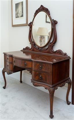Sale 9190W - Lot 96 - An excellent quality  full cedar  dressing table with flame cedar to the drawer fronts. H.165cm W.123cm, D.54cm