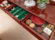 Sale 8926K - Lot 57 - Three drawers of table and bar wares together with Australiana themed ornaments; including coasters, napkin rings and pourers