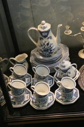 Sale 7876 - Lot 78 - Royal Staffordshire Meakin Willow Pattern Plates & Old Pekin Coffee Set