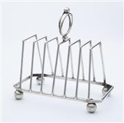 Sale 8518A - Lot 88 - An Art Deco silverplate large 6 slice toast rack, C: 1920s. Ht: 17cm x L:17cm x 9cm
