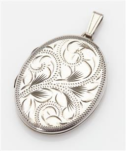 Sale 9123J - Lot 329 - A large English hallmarked sterling silver locket, Birmingham 1979, hand engraved with scrolling fern leaves. L: 55mm x 34mm