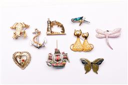 Sale 9119 - Lot 65 - A collection of Brooches to include dragonfly, bird and cat examples (9)