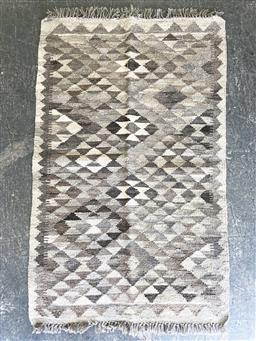 Sale 9151 - Lot 1356 - Hand knotted pure wool Persian kilim (123 x 77cm)