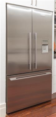 Sale 8575H - Lot 41 - A Fisher & Paykel ActiveSmart Technology two door fridge with freezer drawer, plumbed for filtered water, with ice maker. H: 180cm...