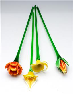 Sale 9148 - Lot 34 - Collection of 4 art glass flowers, slight losses to ends, L 48cm)