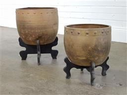 Sale 9255 - Lot 1441 - Pair of graduated planters on stands (h:47 x d:35cm)