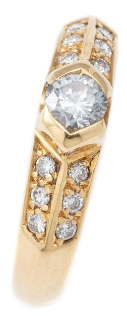Sale 9124 - Lot 409 - AN 18CT GOLD DIAMOND RING; part rub set with a round brilliant cut diamond of approx. 0.23ct P1 to chevron shoulders set with a furt...