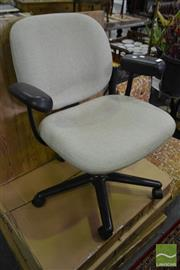 Sale 8515 - Lot 1041 - Herman Miller Office Chair