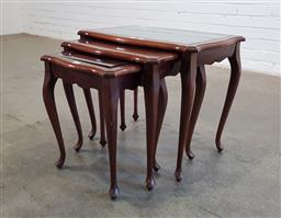 Sale 9166 - Lot 1005 - Nest of 3 Queen Anne style side tables (h:47 x w:55 x d:36cm)