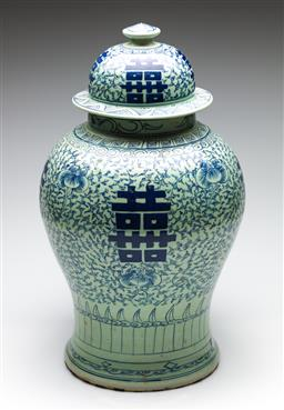 Sale 9253 - Lot 183 - A large lidded Chinese blue and white jar decorated with double happiness symbols (H:50cm)