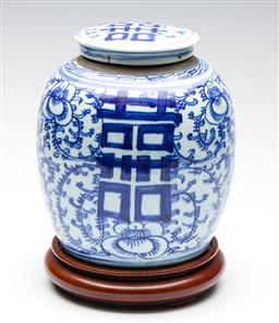 Sale 9253 - Lot 73 - A Chinese lidded ginger jar on stand (H:30cm) - chip to lid