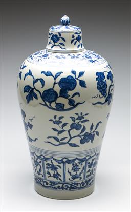 Sale 9253 - Lot 206 - A Meiping shaped blue and white Chinese covered vase (H:48cm)