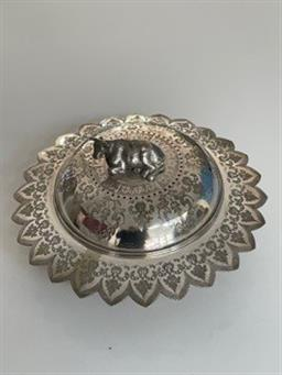 Sale 9248H - Lot 320 - A small silver plated lidded dish with cow finial top