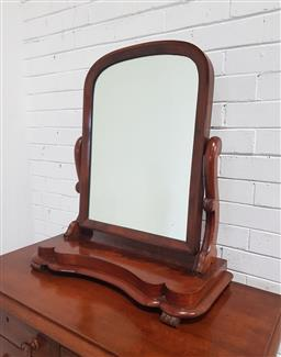 Sale 9151 - Lot 1269 - Victorian Mahogany Toilet Mirror, with arched mirror, shaped supports & plinth base (H: 77 x W: 67 cm)