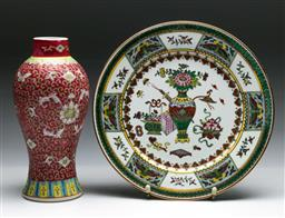 Sale 9144 - Lot 277 - Chinese porcelain plate (Dia:25cm) together with a vase (H:23cm)
