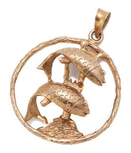 Sale 9186 - Lot 351 - A VINTAGE 9CT GOLD FISH PENDANT; open circle featuring 2 fish, size 40 x 30mm, wt. 6.55g.
