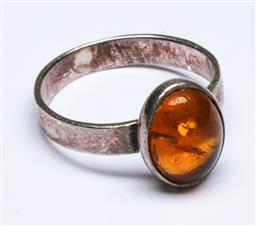 Sale 9156 - Lot 223 - An amber and sterling silver dress ring, marked 925, (wt 3.25g)