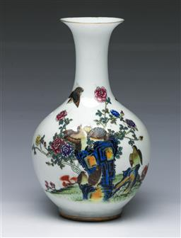 Sale 9098 - Lot 371 - Polychrome birds and flowers themed Chinese vase (H22cm)