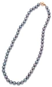Sale 9095 - Lot 351 - AN AKOYA BLACK PEARL NECKLACE; slightly graduated 6.7-7.3mm drop shape to semi baroque cultured pearls of good colour and lustre to...