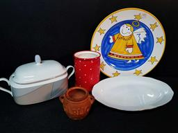 Sale 9254 - Lot 2230 - 2 Boxes of Plates and Other Kitchenwares