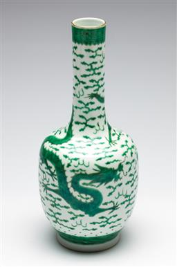 Sale 9253 - Lot 204 - A mallet shaped green and white Chinese vase (H:30cm)