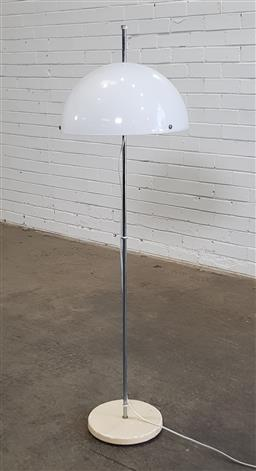 Sale 9171 - Lot 1066 - Chrome floor lamp with white Lucite shade (h140cm)