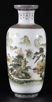Sale 9003 - Lot 98 - A Chinese Republic Style Vase H: 28cm