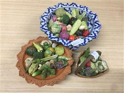 Sale 9152 - Lot 2586 - 2 Small Comport & Miniature with Miniature Vegetables