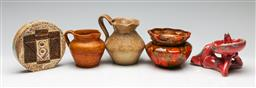 Sale 9190 - Lot 87 - A collection of vintage studio pottery inc a Troika vase (H:12cm) and English examples