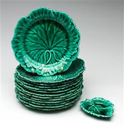 Sale 9192 - Lot 10 - A Suite of Thirteen Wedgwood Etruria Cabbage Plates (Dia:19.5cm) Together with a Smaller Example (L:10.5cm)