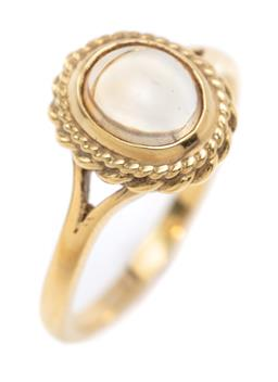 Sale 9194 - Lot 340 - AN 18CT GOLD MOONSTONE RING; featuring an oval cabochon moonstone to double wire twist style border and split shoulders, top 12 x 10...