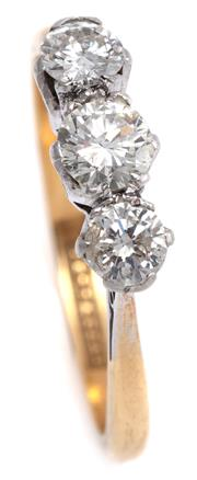 Sale 9095 - Lot 372 - A VINTAGE 18CT GOLD DIAMOND RING; claw set in platinum collets with 3 Old European cut diamonds totalling approx. 0.68ct, size M, to...