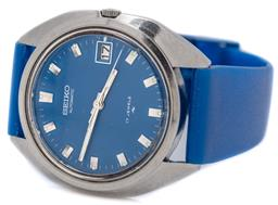 Sale 9149 - Lot 522 - A VINTAGE SEIKO AUTOMATIC WRISTWATCH; ref; 7005-8210 in stainless steel with blue dial, center seconds, lume hands and markers, date...