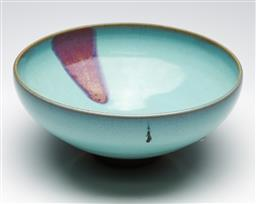 Sale 9253 - Lot 182 - A large Junyao glazed Chinese bowl (Dia:26cm)