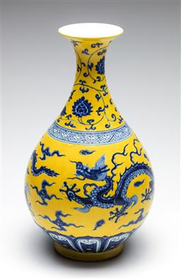 Sale 9253 - Lot 322 - A yellow glazed Chinese dragon vase (H:35cm)