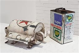 Sale 9171 - Lot 1034 - Vintage Caltex wall mounted hand towel dispenser Together with BP oil tin (dispenser - h:22 w:36 d:18cm)