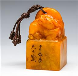 Sale 9144 - Lot 283 - Chinese yellow stone seal (H:9cm)