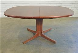 Sale 9188 - Lot 1512A - Vintage Chiswell extension dining table (h:72 w:153 d:111cm)