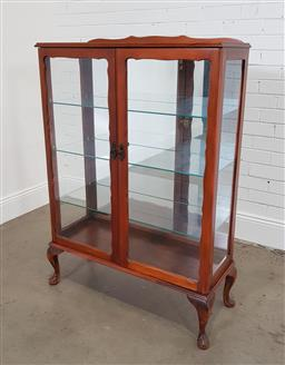 Sale 9174 - Lot 1171 - Queen Anne style Mahogany display cabinet (h:129 x w:86 x d:36cm)