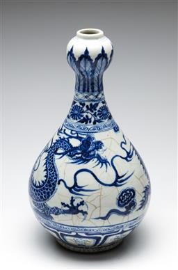 Sale 9253 - Lot 131 - A garlic neck shaped blue and white Chinese dragon vase (H:38cm)
